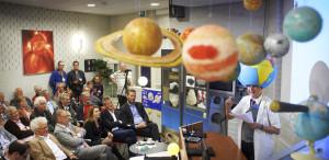 Caberatier Mark van de Veerdonk tijdens de ingebruikname van de zonnekijker op sterrenwacht Halley te Heesch. oa. Yves de Boer kijkt toe. Fotograaf: Van Assendelft Fotografie